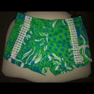 LILLY PULITZER SHORTS SIZE 00. NWOT